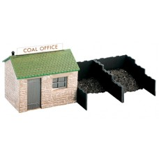 Wills SS15 coal Yard and hut
